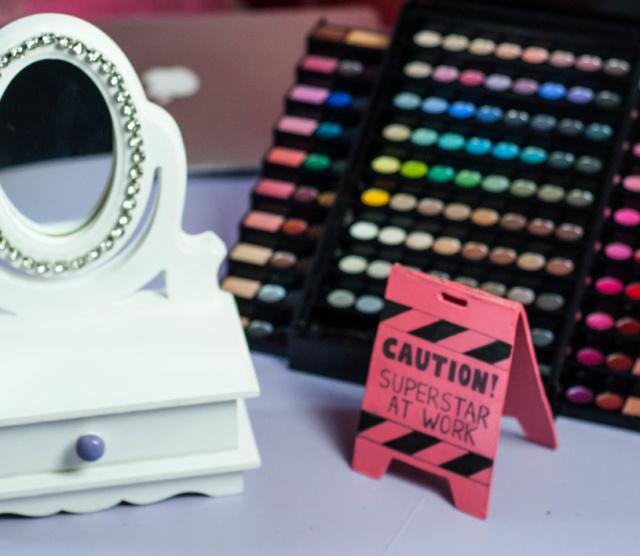 DIY – Decoração de Blogueira – Placa Decorativa Caution!